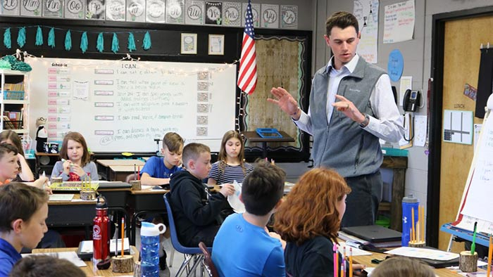 Student teacher Bryce Wilson teaching elementary class